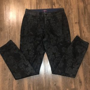 "NYDJ Coated ""Leather Look"" Floral Leggings Size 6"